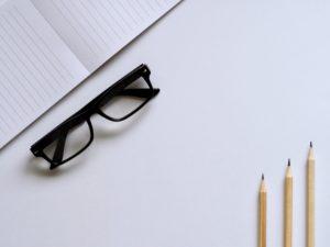 メガネと鉛筆